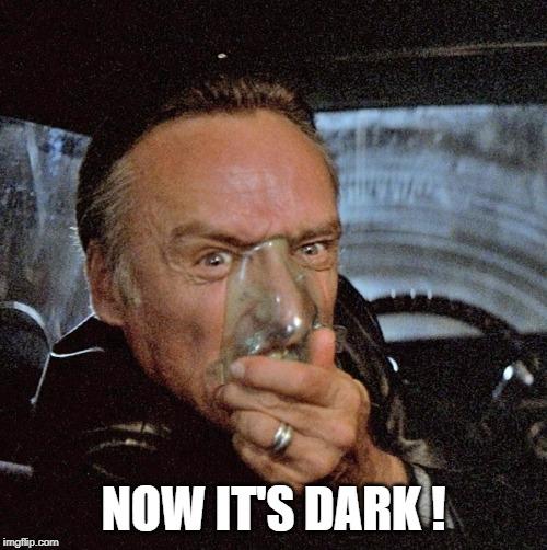 Now_it_s_dark_2
