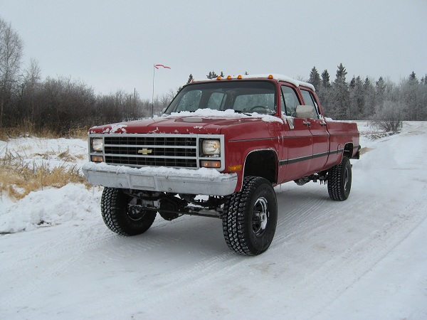 "1990 Chev V3500 with 6"" lift, 35"" tires"